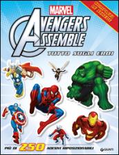 Avengers assemble. Tutto sugli eroi. Con adesivi