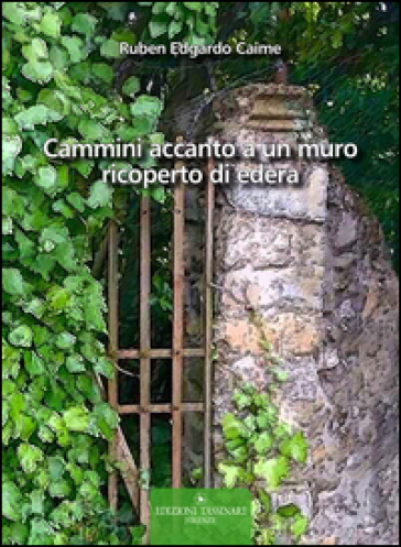 Cammini accanto a un muro ricoperto di edera - Ruben Edgardo Caime |