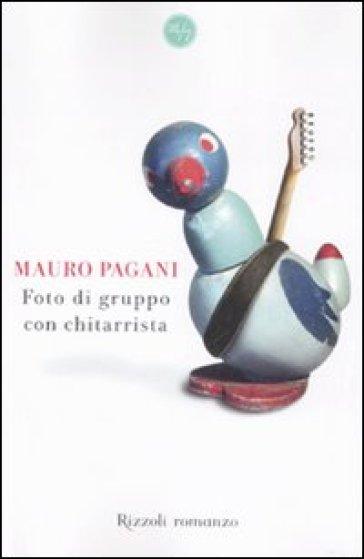 Foto di gruppo con chitarrista - Mauro Pagani |