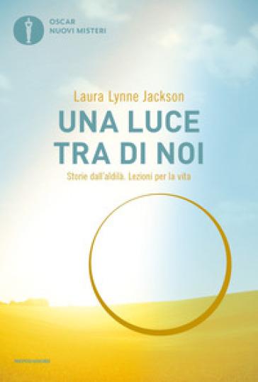 Una luce tra di noi. Storie dall'aldilà. Lezioni per la vita - Laura Lynne Jackson | Thecosgala.com