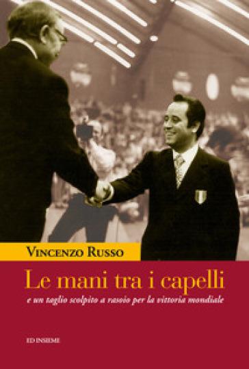 Le mani tra i capelli e un taglio scolpito a rasoio per la vittoria mondiale - Vincenzo Russo  
